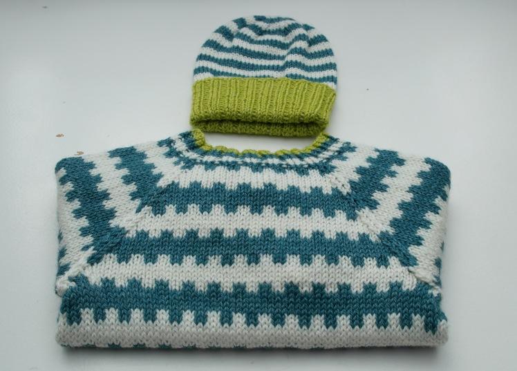 Onion sweater og hue af restegarn